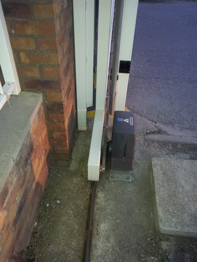 Avant mon portail coulissant.. le rail ! 20120818