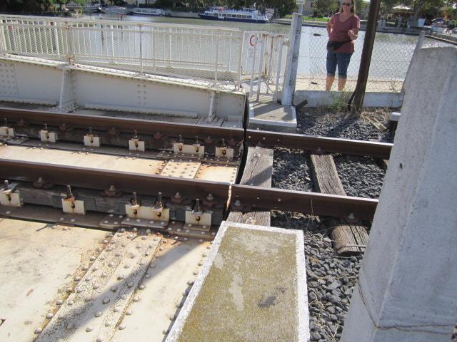 un pont-rails tournant Mes_im29