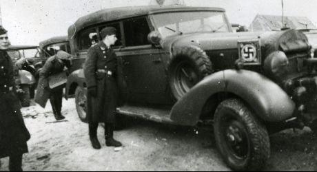 automobile en uniforme - Page 5 30584110