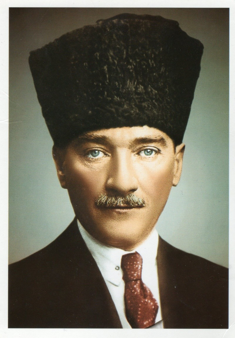 voitures de maréchaux, de generaux, de chefs d'état, de celebrités..... - Page 2 Atatur10