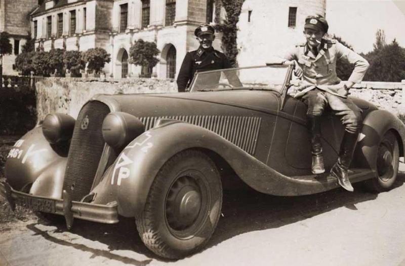 automobile en uniforme - Page 5 Hotchk12