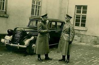 automobile en uniforme - Page 5 Kgrhqj12