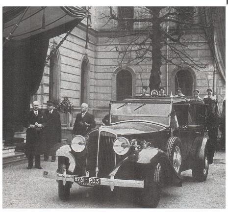voitures de maréchaux, de generaux, de chefs d'état, de celebrités..... - Page 2 Renaul21