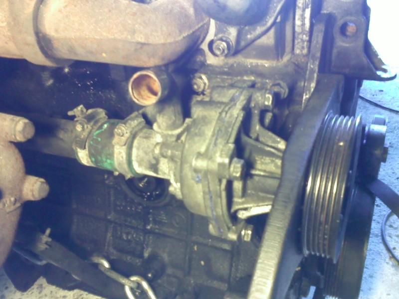 Changement pompe à eau sur un s2 2.5 TD  Pic14_10