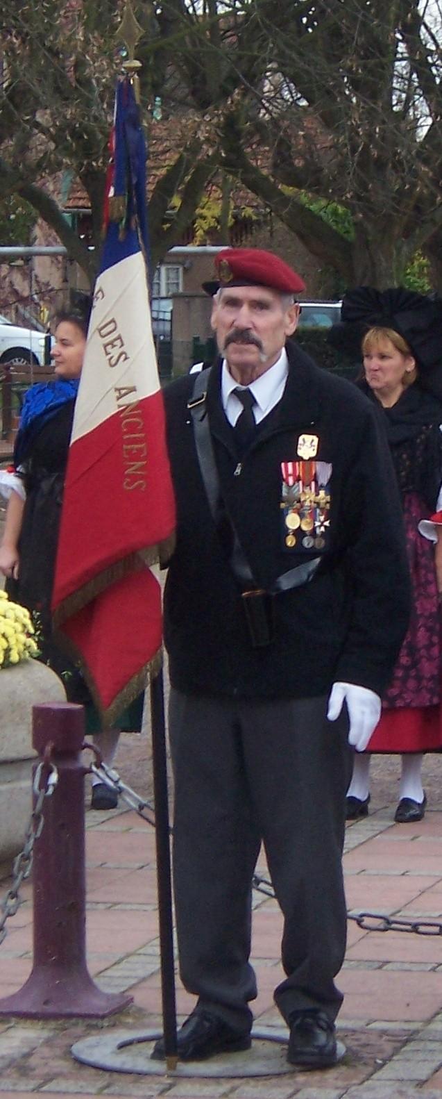 """STERN René dit STEVE porte drapeau et membre de """"Qui ose gagne"""" 100_3310"""