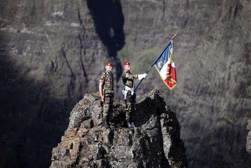 Les drapeaux du 2ème RPIMa et des anciens du 2 à l'assaut des trois Salazes 2ame_r11