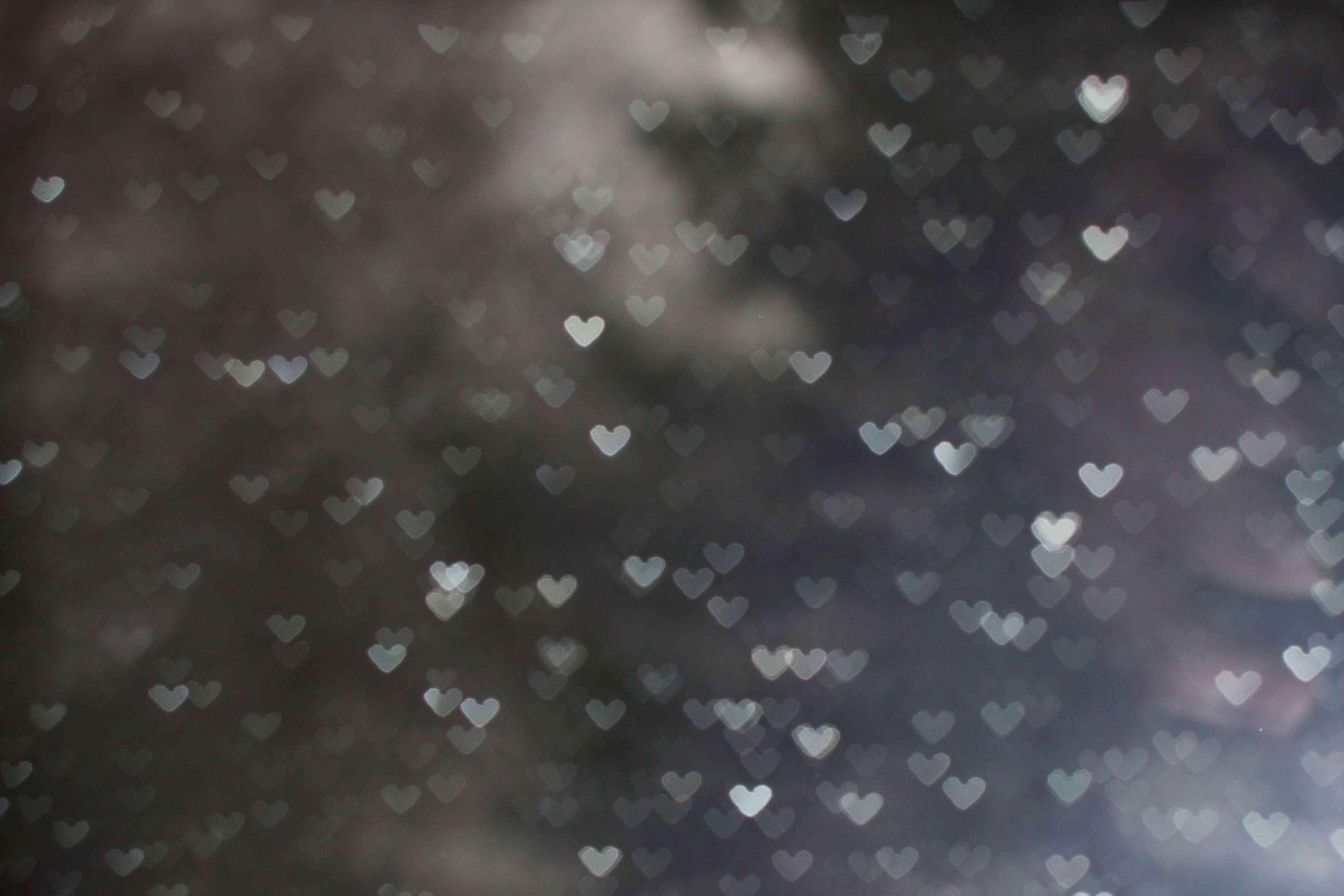 خامتين على شكل قلوب فى السماء فوق الروعة 0210