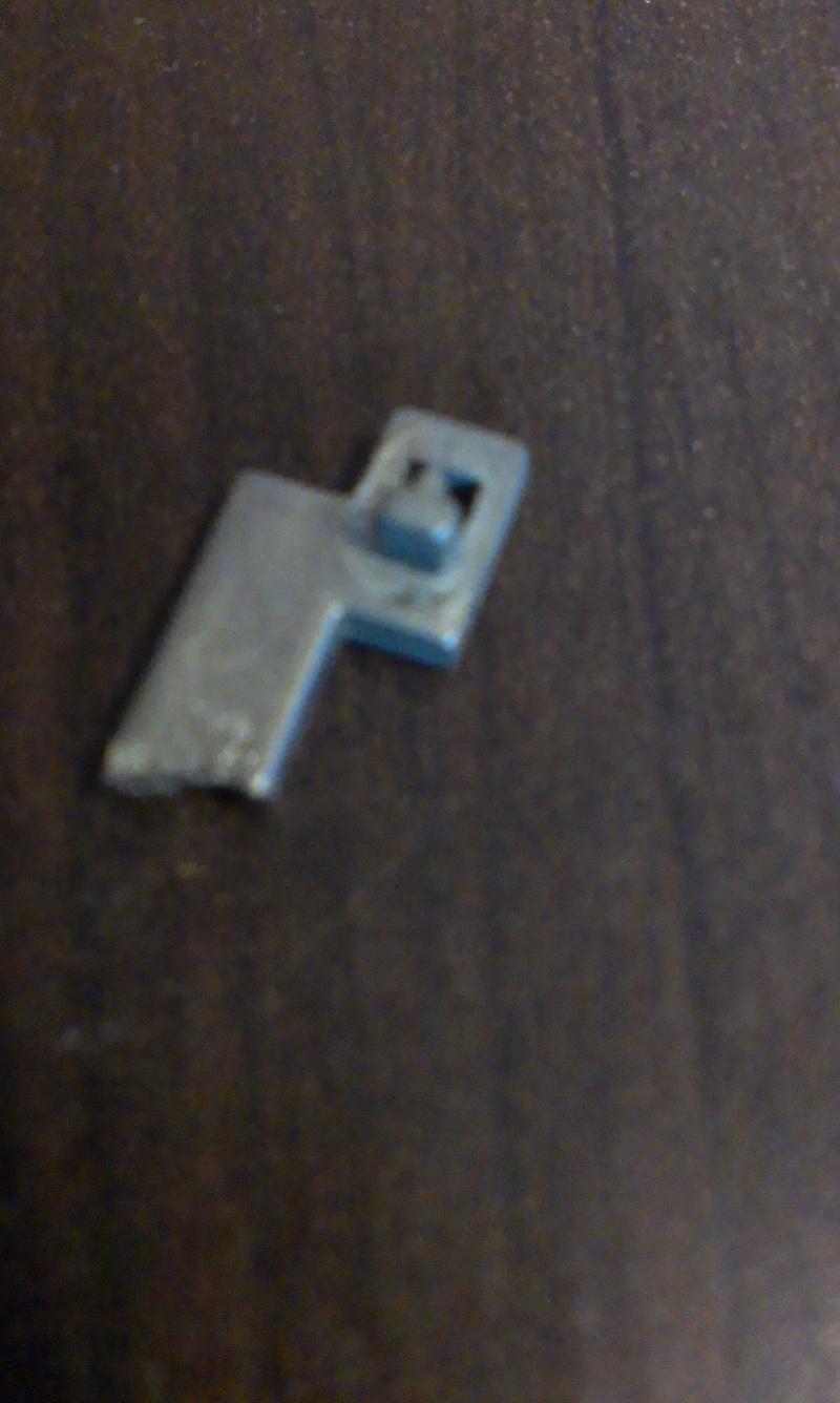 Sniper Swiss Arms pièce cassé dans le bloc gachette. Imag0210