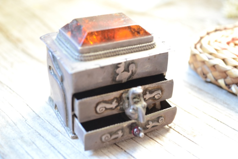Quelques vieilles créations d'un bijoutier que je suis allée voir Boite210