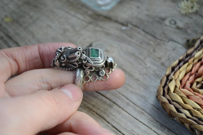 Quelques vieilles créations d'un bijoutier que je suis allée voir Dragon10