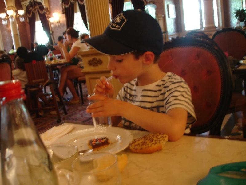 Disneyland du 8 au 10 juillet et Paris du 14 au 15 août 2013, avec les enfants Dsc04527