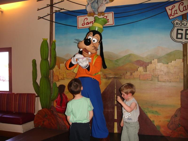 Disneyland du 8 au 10 juillet et Paris du 14 au 15 août 2013, avec les enfants Dsc04546