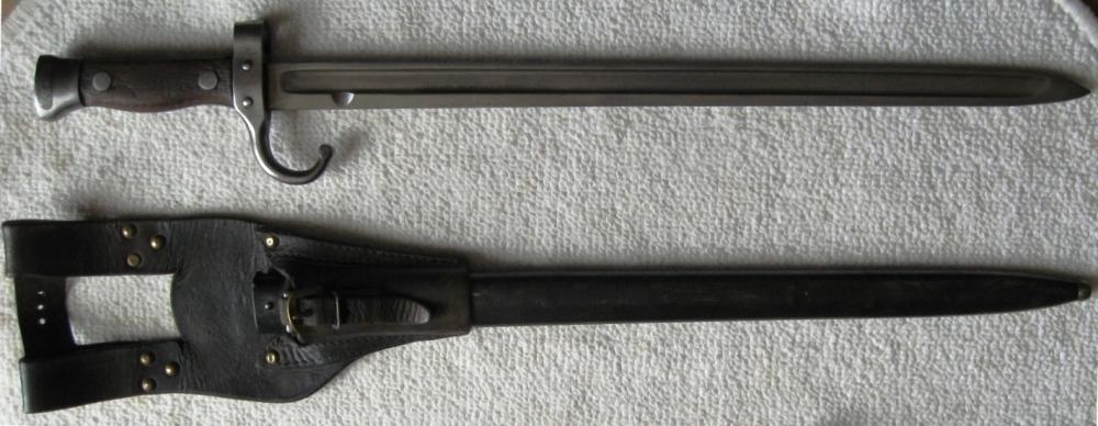 Deux poignards B-s-be10