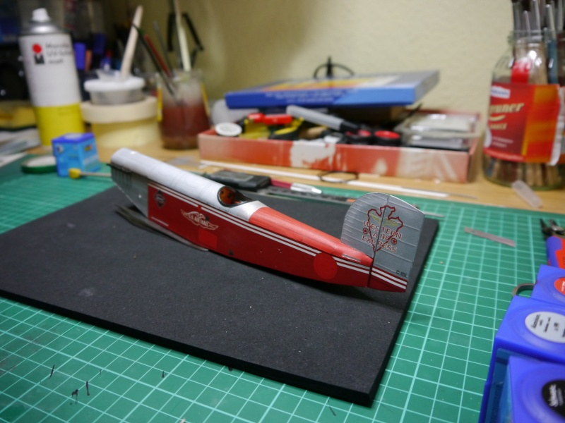 Flugzeughangar aus Karton P1000030