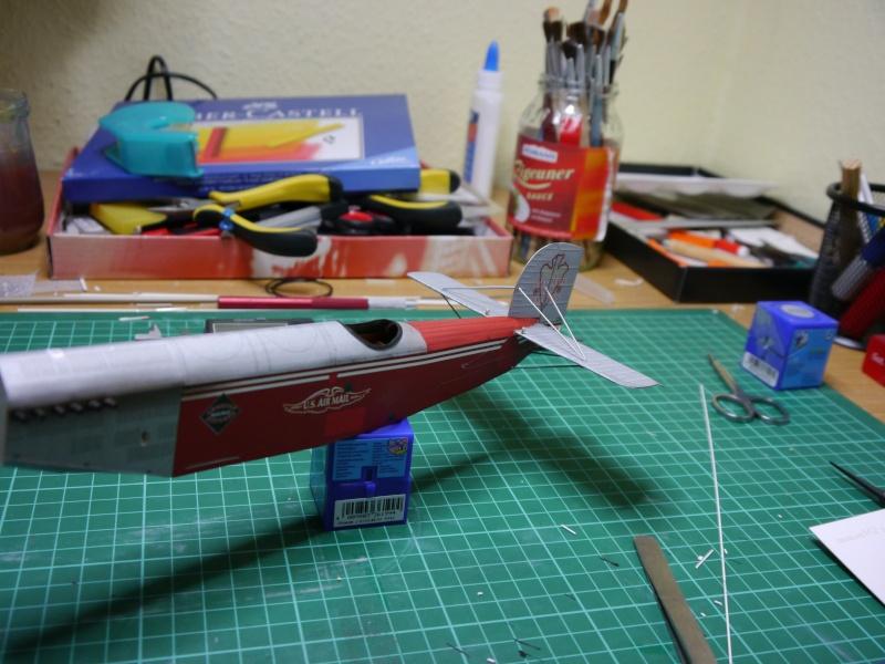 Flugzeughangar aus Karton P1000031