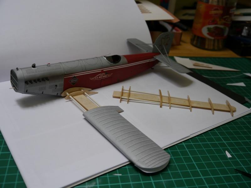 Flugzeughangar aus Karton P1000040