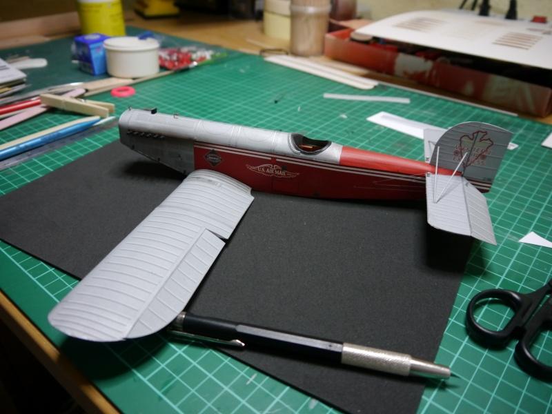 Flugzeughangar aus Karton P1000045