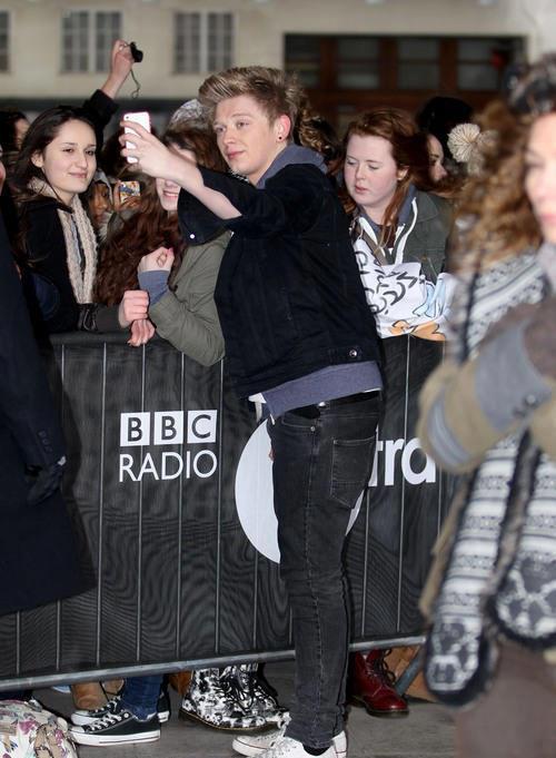 23.02.13 - BBC Radio 1 4013