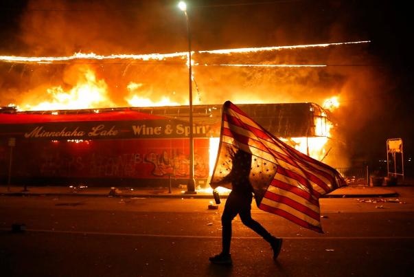 مقتل متظاهر أميركي واصابة اثنين آخرين خلال احتجاجات بمدينة إنديانابوليس 20051110