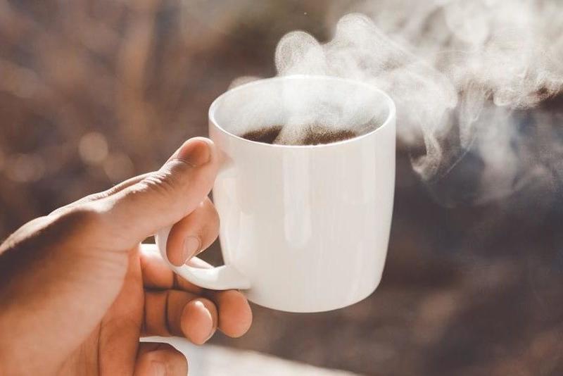 شرب الشاي الساخن يضاعف خطر الإصابة بسرطان المريء 51170310
