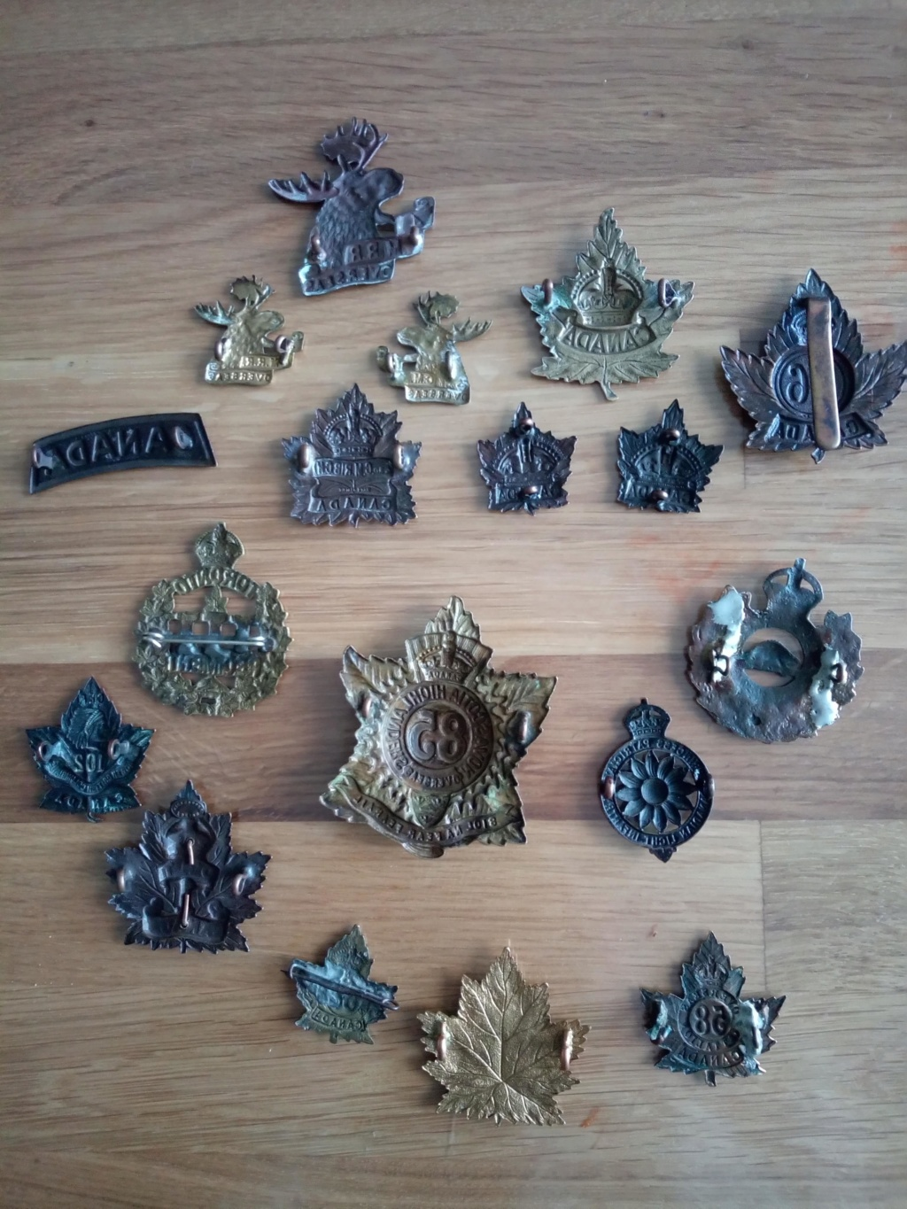 Lot rarissime de badge canadiens ww1 Img_2106