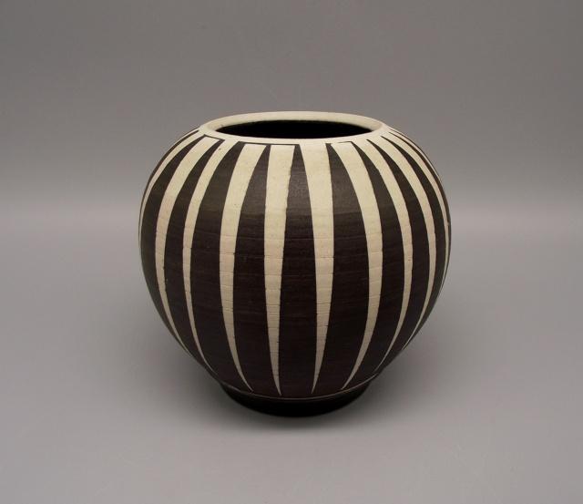 Lidded Jar with Geometric Striped Design No Marks Dscf9919