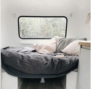 Le «makeover» de cette mini-roulotte vintage vous donnera envie de vivre d'amour et d'eau fraîche Captur32