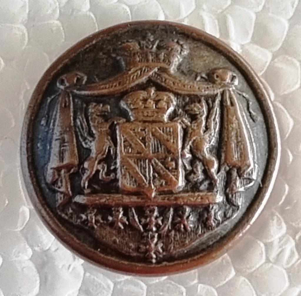 Bouton aux six médailles à identifier 20210911