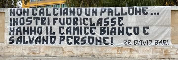 25-3-20 Striscione tifosi Bari I nostri fuoriclasse salvano le persone S10