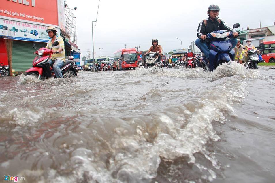 Dân chơi 0 sợ mưa rơi ....hay lũ lụt!  Dc10