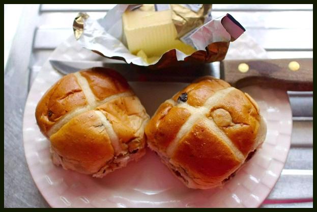 Горячие «крестовые» булочки. Блюдо Остары Photoe10