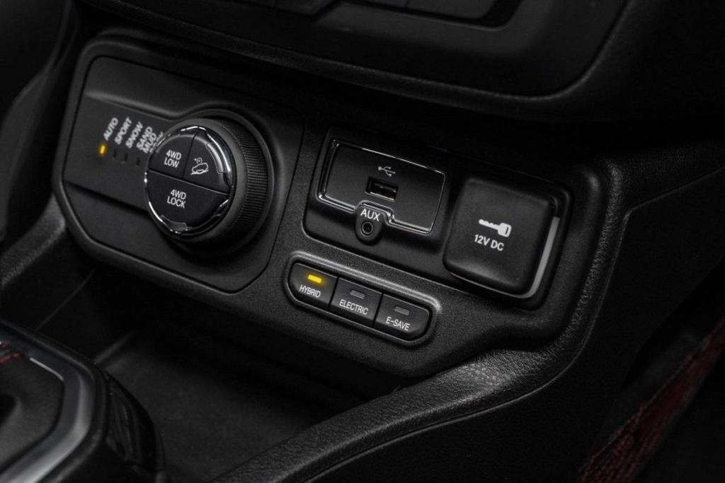Jeep Renegade e Compass estreiam configuração híbrida com recarga pela tomada Jeep_h10