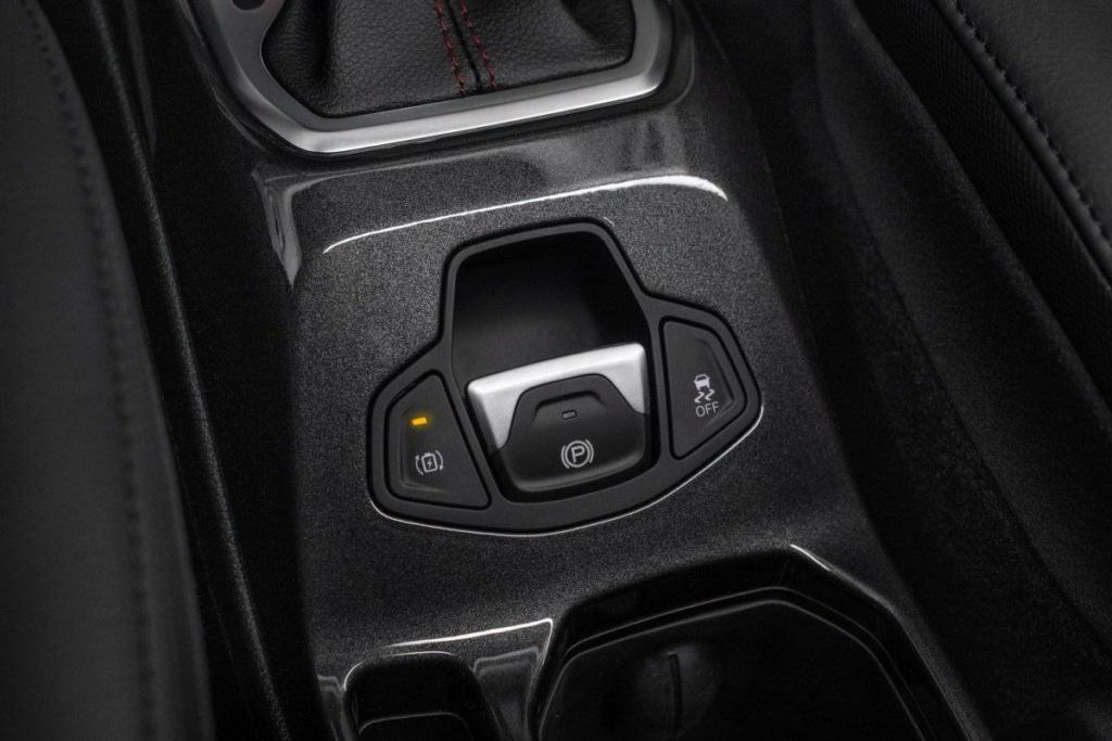 Jeep Renegade e Compass estreiam configuração híbrida com recarga pela tomada Jeep_h11