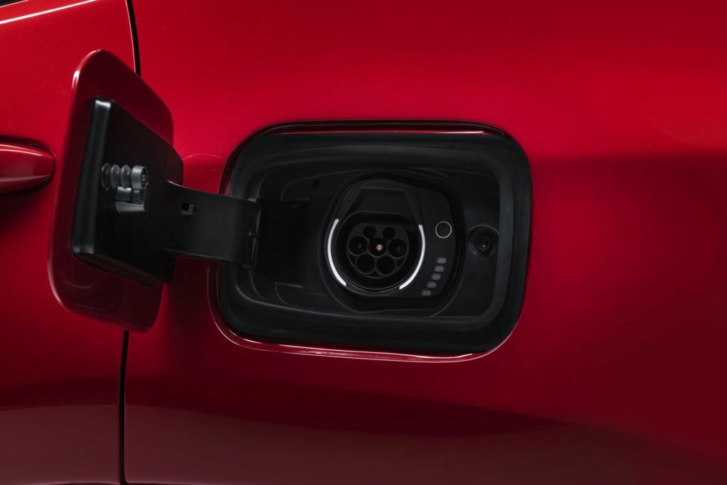 Jeep Renegade e Compass estreiam configuração híbrida com recarga pela tomada Jeep_h12