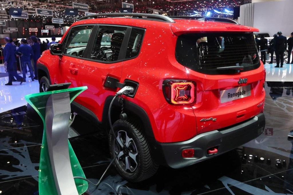 Jeep Renegade e Compass estreiam configuração híbrida com recarga pela tomada Jeep_h13