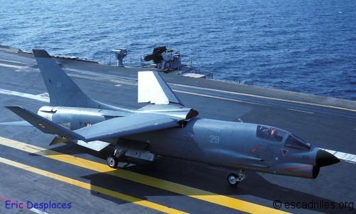 F-8E Crusader Academy 1/72 Crouze10