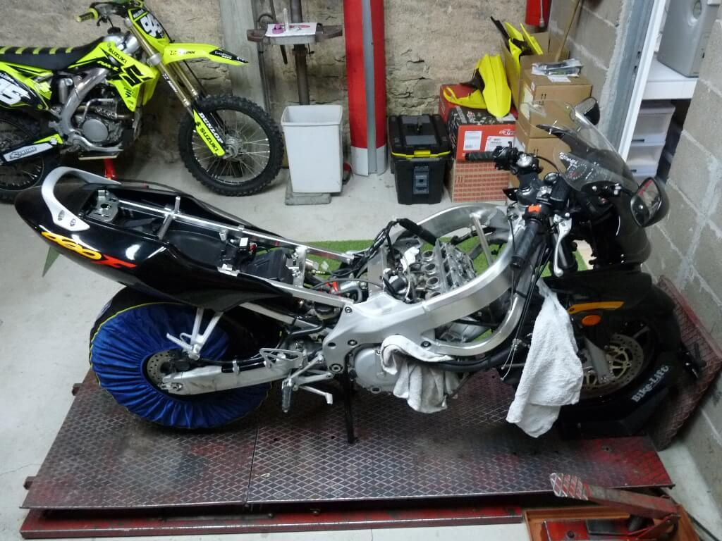Honda CBR600RF PC35 - Révision des 40 000 km. Cbr00010