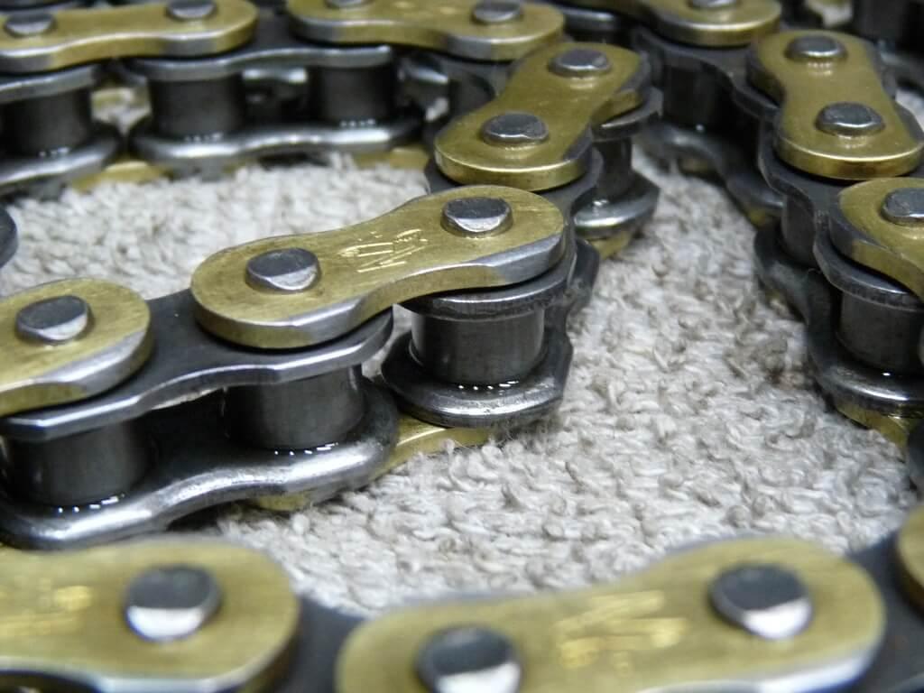 Entretien chaine de transmission moto. Chai0115