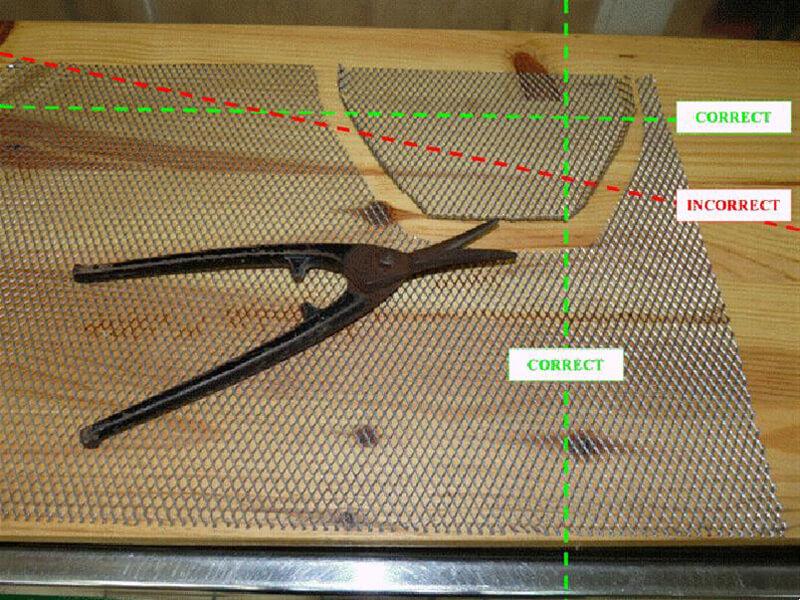 Pose d'une grille de protection sur carénage. Gril0011