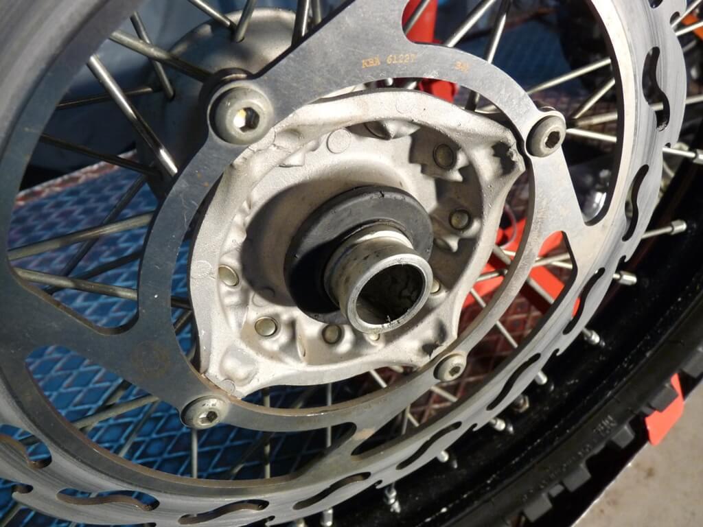 Montage d'une protection de disque/étrier de frein avant. Protdf15