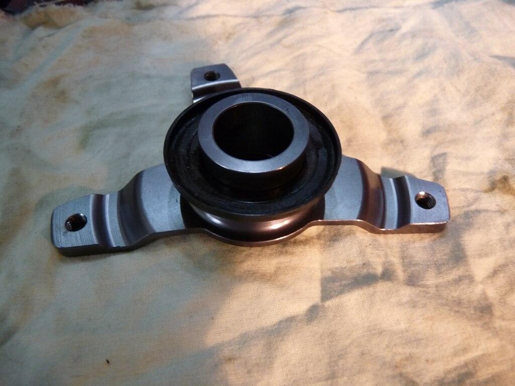 Montage d'une protection de disque/étrier de frein avant. Protdf19
