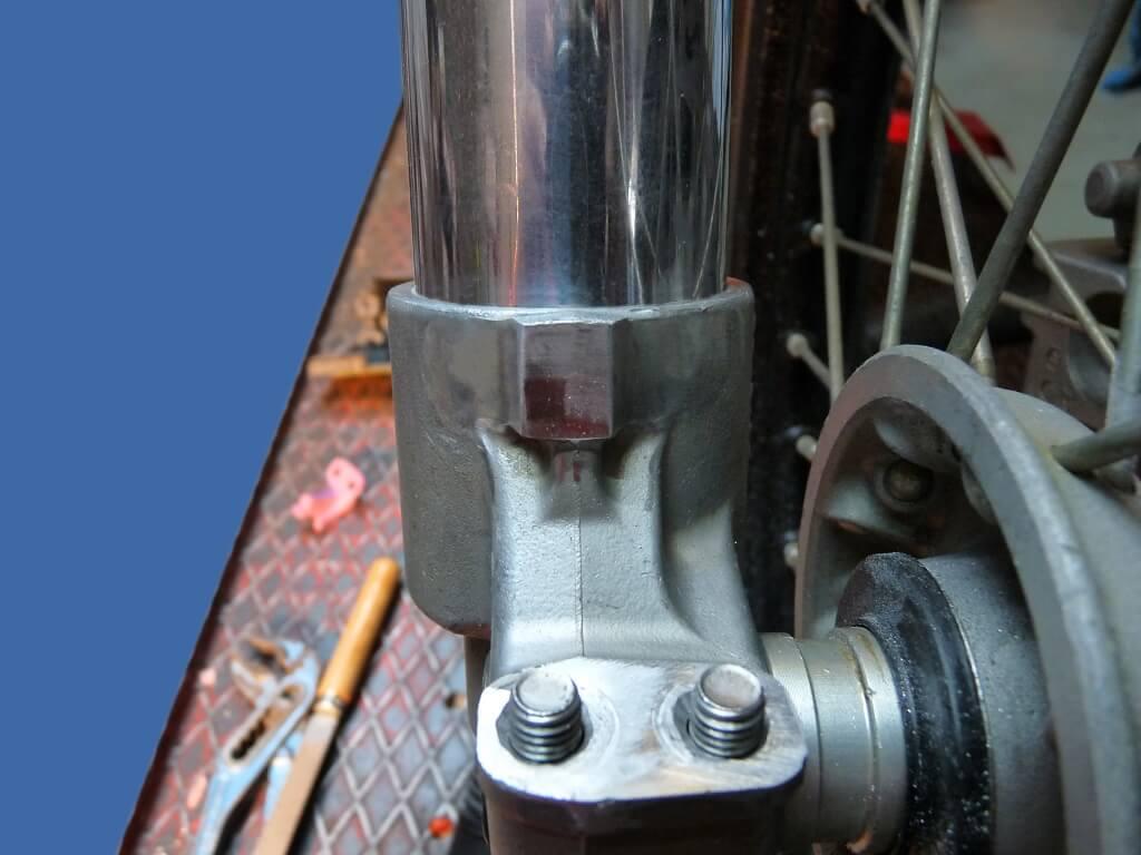 Remise en état des fixations de protection de tube de fourche. Supf0013
