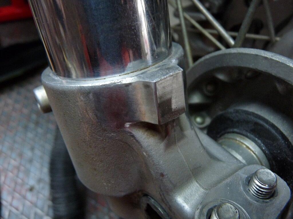 Remise en état des fixations de protection de tube de fourche. Supf0016