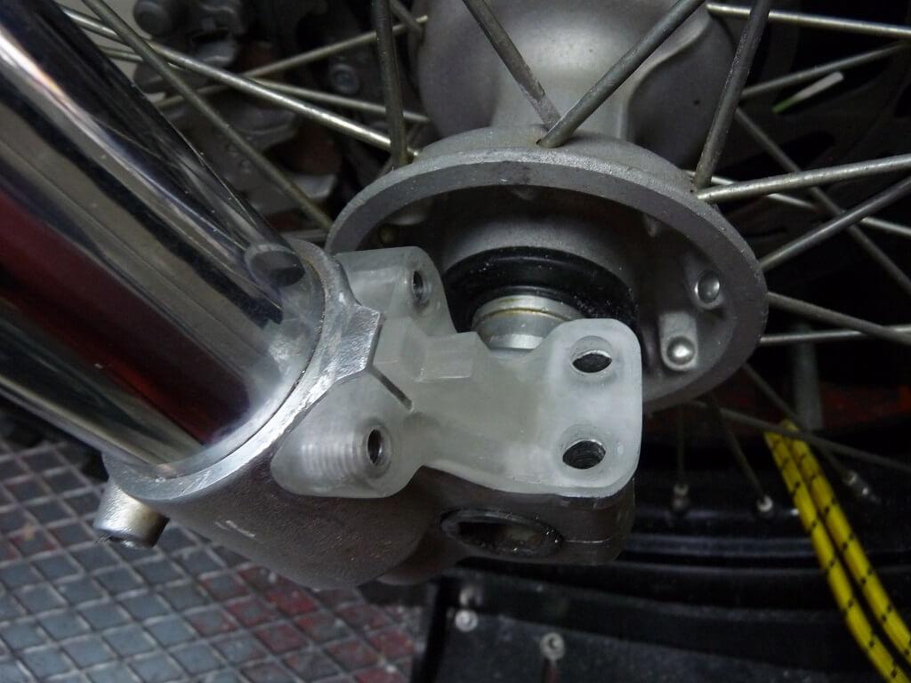 Remise en état des fixations de protection de tube de fourche. Supf0116