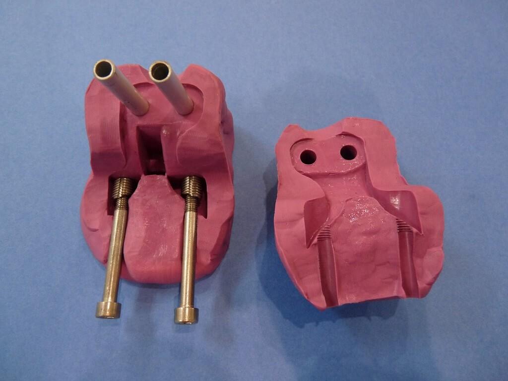 Remise en état des fixations de protection de tube de fourche. Supf0311