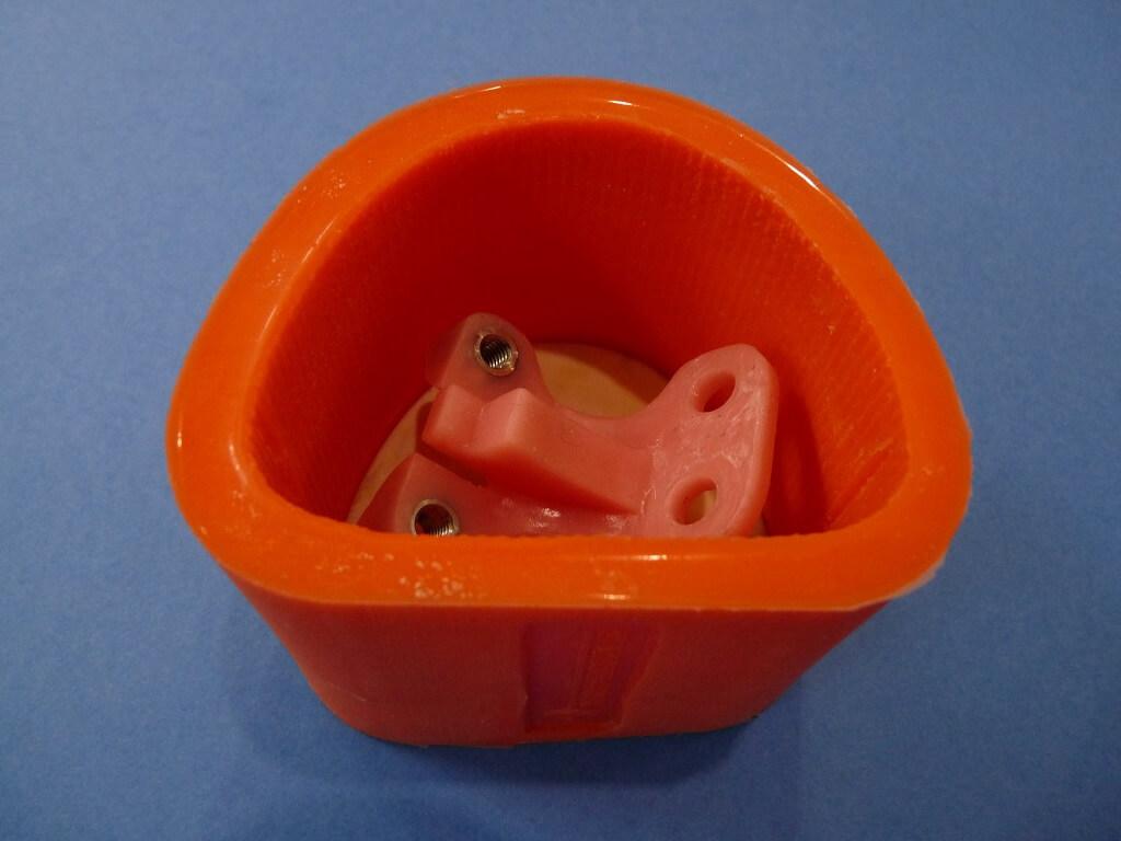 Remise en état des fixations de protection de tube de fourche. Supf0412