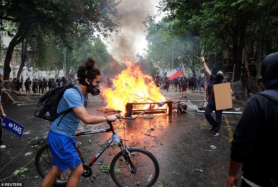 Eglise pillée au Chili lors de manifestation 20786513