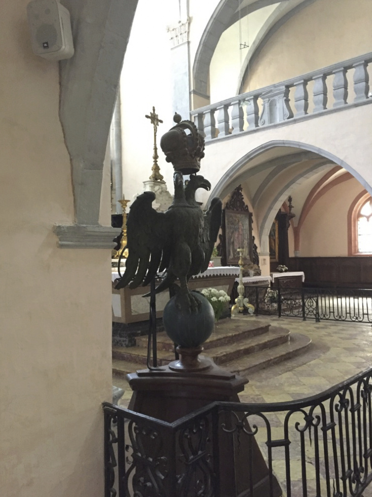 Signification deux têtes d'aigles surmontée d'une couronne Captur10