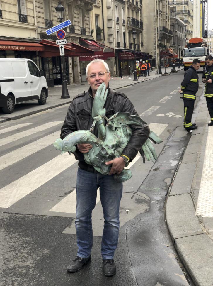 Notre Dame de Paris en flammes  - Page 3 Captur13