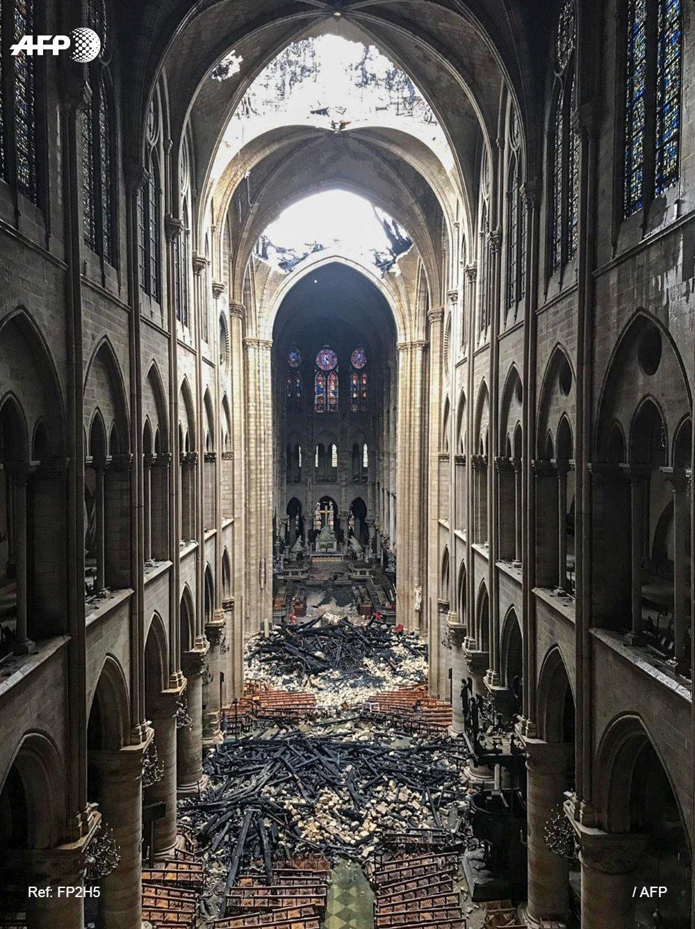 Notre Dame de Paris en flammes  - Page 3 D4stjo10